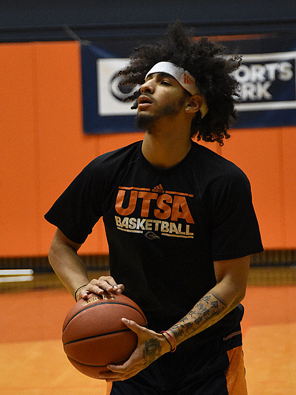 Jhivvan Jackson returned to action today for the UTSA men's basketball team.