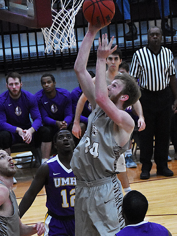 Aaron Knopp. The Trinity men's basketball team lost to Mary Hardin-Baylor 79-68 on Wednesday, Nov. 14, 2018.