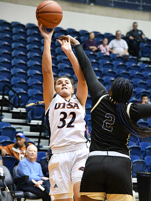 Adryana Quezada. UTSA beat Florida International 60-45 in women's basketball on Saturday at UTSA. - photo by Joe Alexander